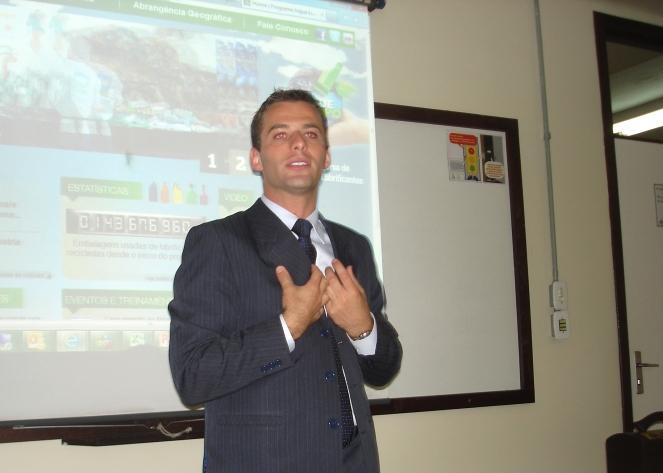 Diretor da Apliquim Brasil Recicle profere palestra em mestrado na UFRGS (RS)
