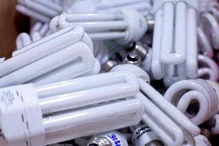 Descarte de lâmpadas, pilhas e baterias é tema de debate público hoje em Caxias do Sul (RS)
