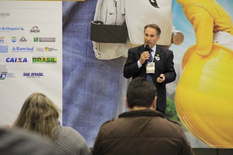 Mario Sebben alerta sobre os perigos do mercurio na FIEMA 2014